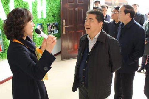 市长项雪龙、副市长尹哲强等领导在连云区区委书记陈书军一行的陪同下,考察智慧养老平台,并予以从分的肯定